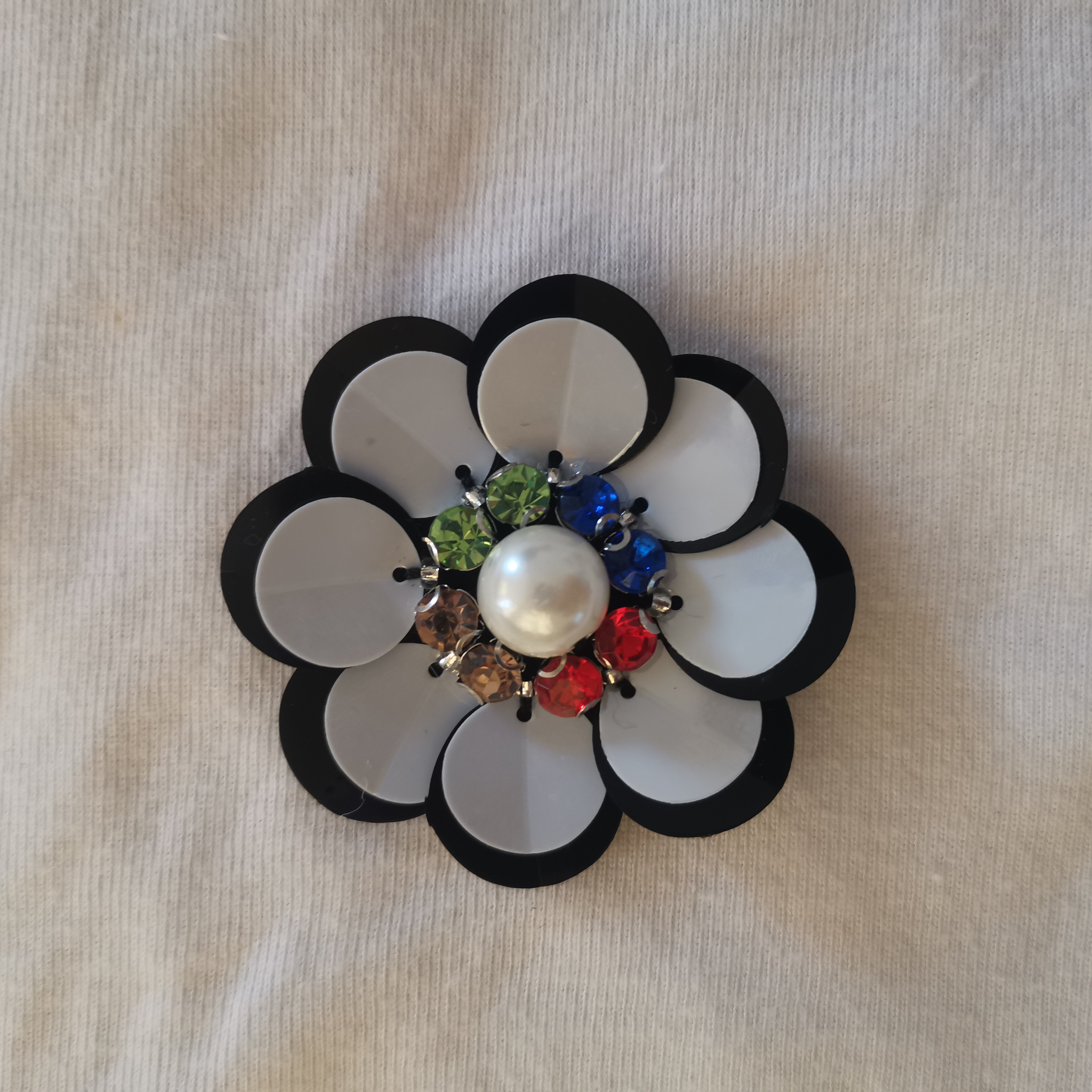 Diy Diamond and pearl sequins Handmade Flowers Suitable for personality brooch, bag, headwear