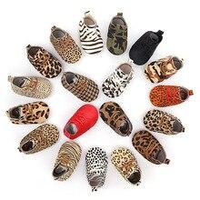 Натуральная кожа детская обувь с леопардовым принтом для маленьких девочек мягкая обувь Конский волос мальчиков первые ходоки кружева детские мокасины