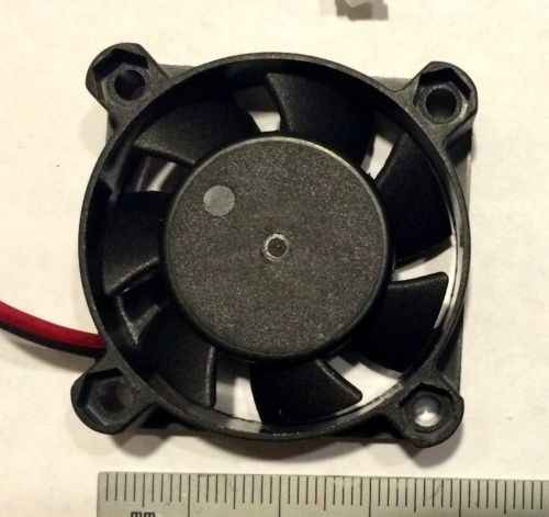 2016 Hot Sale Baru 12 V 2 Pin 40 Mm Kipas Komputer Kecil Kipas Pendingin PC Hitam F Heat Sink gratis Pengiriman & Grosir