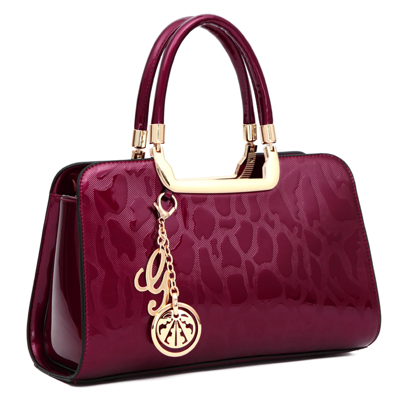 купить Fashion Russia style women handbag crossbody Bags high quality patent leather shoulder bags pendant tote messenger bag Clutches по цене 2148.04 рублей