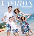 Летом пляж семья взгляд мать дочь платья отца сыну одежды , соответствующие одежды семьи наряды мода семейные хирт комплект