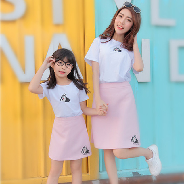 2016 Parent-child outfit  embroidered short sleeves t shirt + skirt Summer Mom and kids lovely clothes set