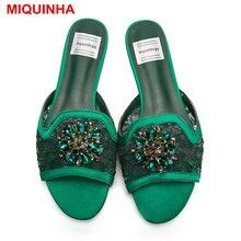 Miquinha Лидер продаж конфеты Цвета Цветочный принт кожи, украшенные кристаллами Для женщин Шлёпанцы для женщин с открытым носком слипоны Туфли без каблуков Летняя женская обувь