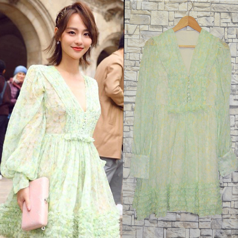 Song Zuer Zhang Jiani Star's French Holiday Dresses with Light Green V-collar Fragmented Cake image