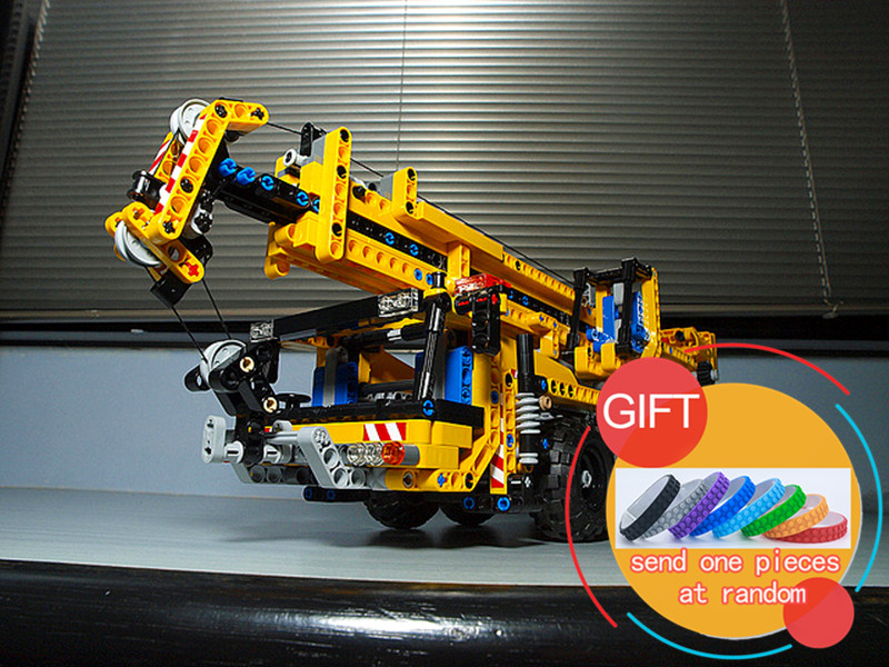 20040 1392Pcs Technical Mechanical Series The Moving Crane Set Building Blocks Compatible with 8053 Toys lepin