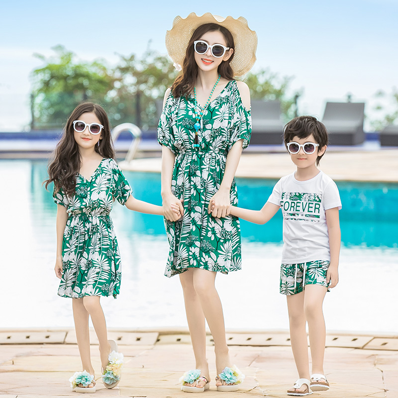 c648d088b6819 US $17.05 5% OFF|Summer Mother Daughter Dresses Clothes Mom and Daughter  Dress .family Clothing Print Mae e Filha Vestido-in Matching Family Outfits  ...