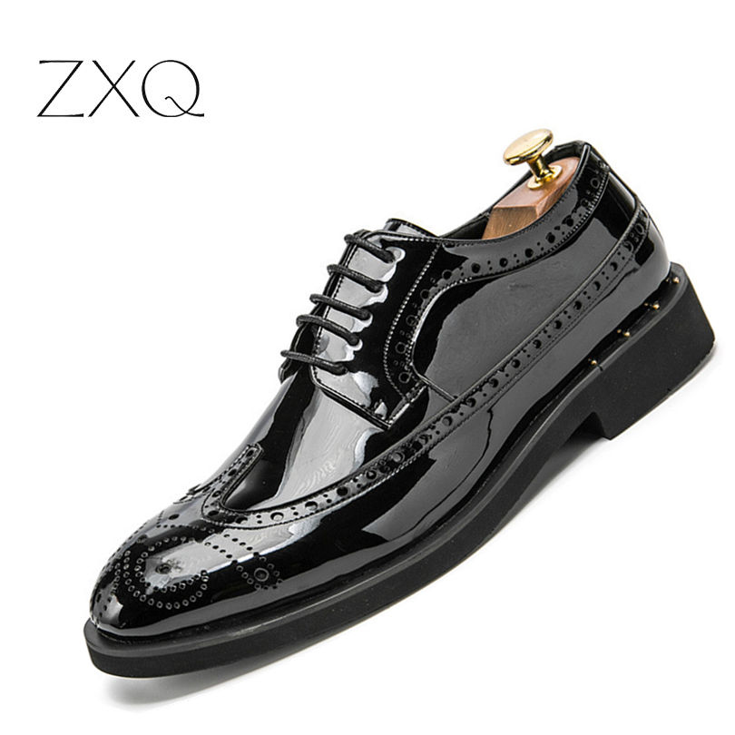 British Style Men Oxfords Shoes Carved Bullock Patent Leather Shoe Black Male Brogue Shoes Lace-Up Gold Men's Flats desai brand genuine leather shoes men oxfords shoes british style carved brown brogue shoes lace up bullock business men s flats