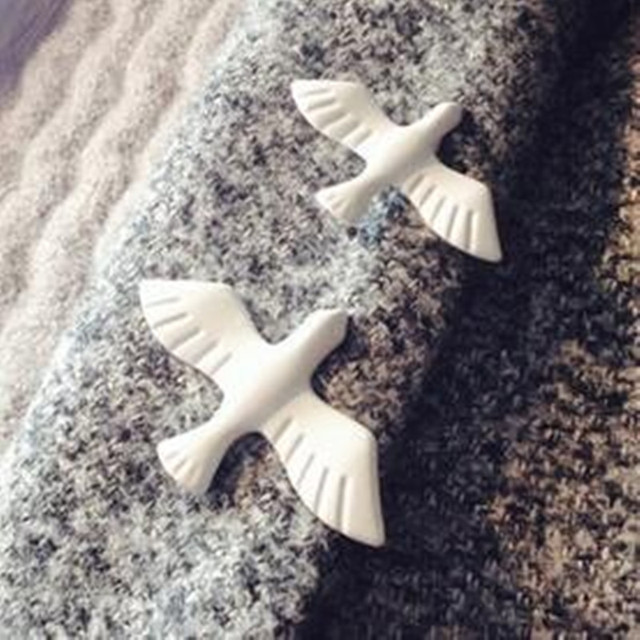 Simple White Pigeon Brooch