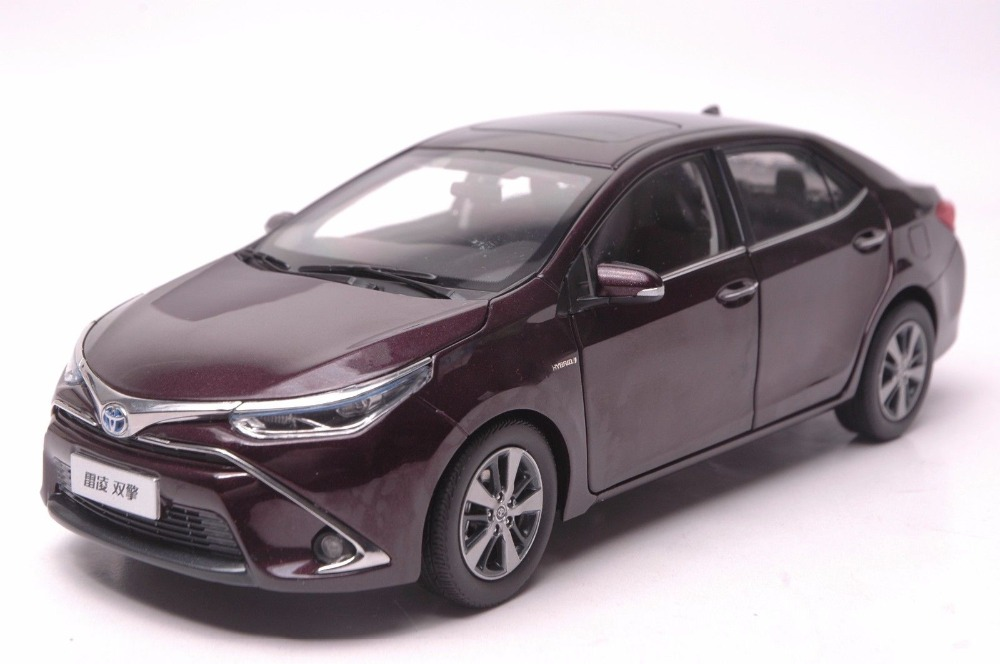 цена на 1:18 Scale Diecast Model Car for Toyota Corolla Levin Hybrid 2016 Purple Alloy Toy Car Collection Double Engine