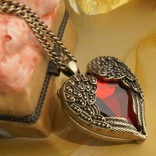 Vintage Jewelry Crystal Heart...