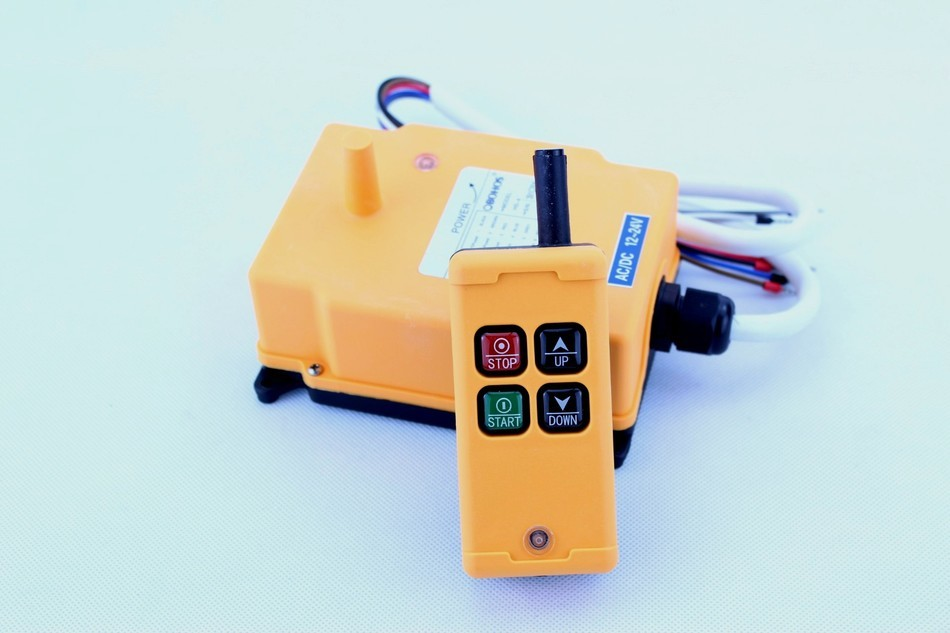 ФОТО New Arrivals crane industrial remote control HS-4 wireless transmitter push button switch China,Please note the voltage