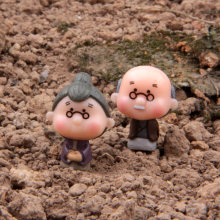 2pcs/lot Action Figure Grandparents Couple Microscopic Micro Landscape Small Garden 3cm PVC cartoon decoration Doll Model Anime(China)