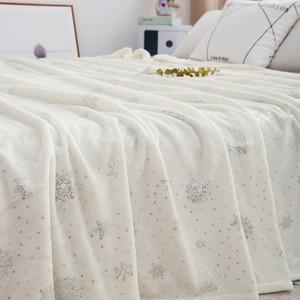 Image 2 - بياضات سرير فاخر 230*250 سنتيمتر لينة الفانيلا البطانيات ل سرير مزدوج الساخن الفضة الملك الحجم المفرش منقوشة البطانيات على السرير