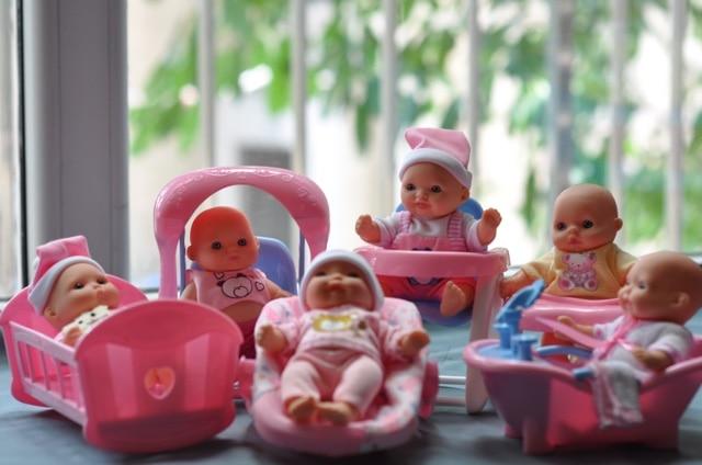 5 Lovely Mini Nursery Vinyl Dolls Kids Play House Toys Bathing