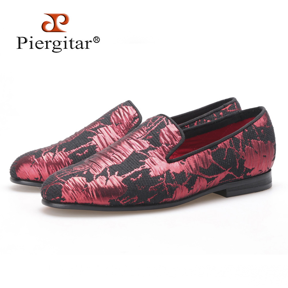 PIERGITAR new style Women embroidered flowers shoes black and red color jacquard cloth woman flats Wedding Women loafers new black and red color shader