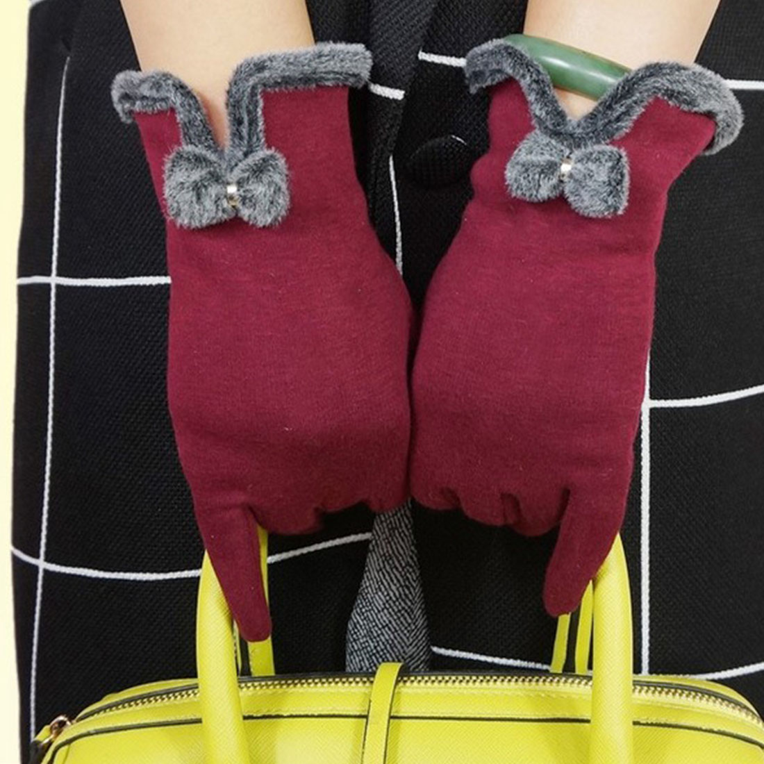 Heated motorcycle gloves new zealand - 1 Pair Elegant Design For Fitness Women 2016 Phone Touch Screen Outdoor Wrist Mittens Heated Gloves