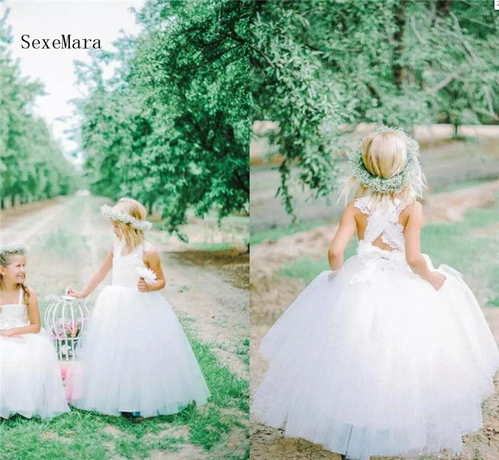 Cute Ball Gown Flower Girls Dresses For Weddings Tulle Lace Floor Length White Ivory Little Girls Dresses Communion Dresses