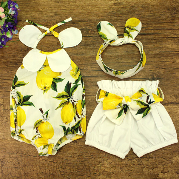 La ropa del bebé 2017 muchachas del verano vintage lemon printed ruffle cuello halter correa del mameluco con arco nudo shorts y diadema