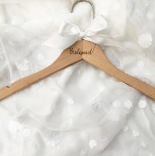 Вешалка для свадебного платья, вешалка для невесты, подарок для невесты, свадебные вечерние вешалки, Свадебные вешалки, подарки для подружки невесты - Цвет: OneBridesmaid Cherry