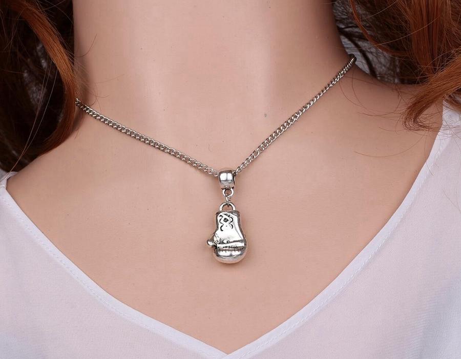 6d7cb66ca1a3 Vintage metal plata Boxeo Guantes Collares colgante Amuletos collar ...