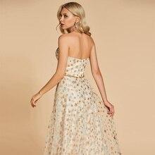 فستان من الحرير الأنيق مكشوف الأكتاف مطرز بالخيوط الذهبية