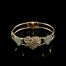 2018 Latest Fashion Crystal Heart-Shaped Gold Colour Mosaic Artificial Female Fashion Jewelry Bracelet Bangle