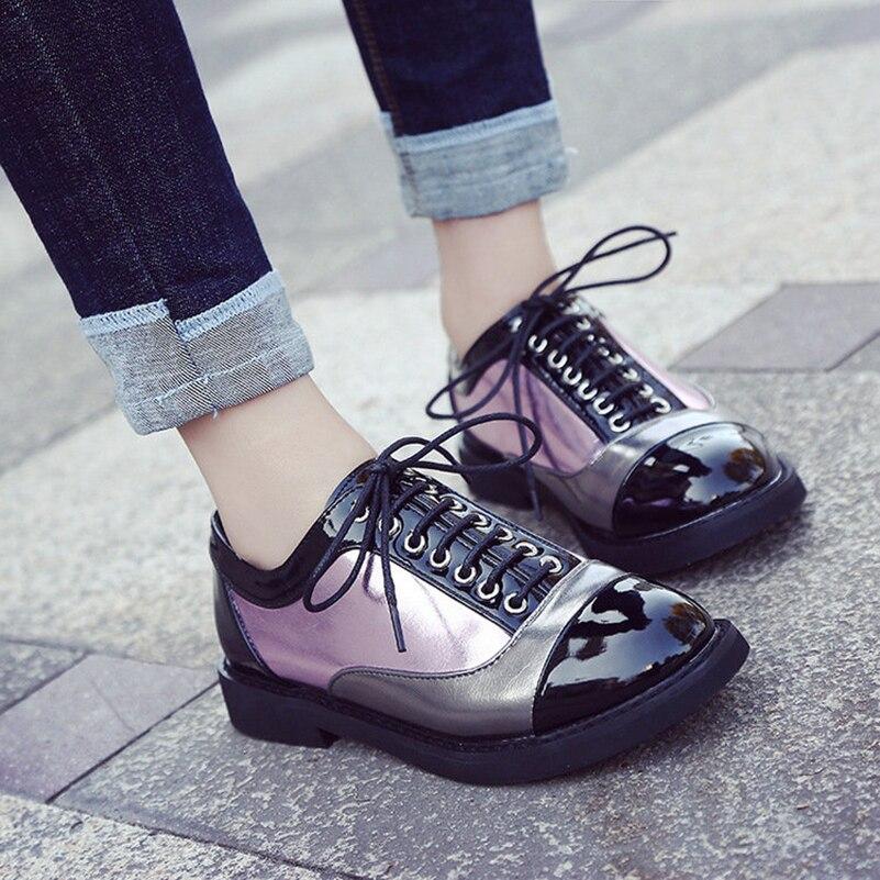 Diseñador de la mujer Brogue Vendimia Zapatos Planos de Punta Redonda Negro y Cr