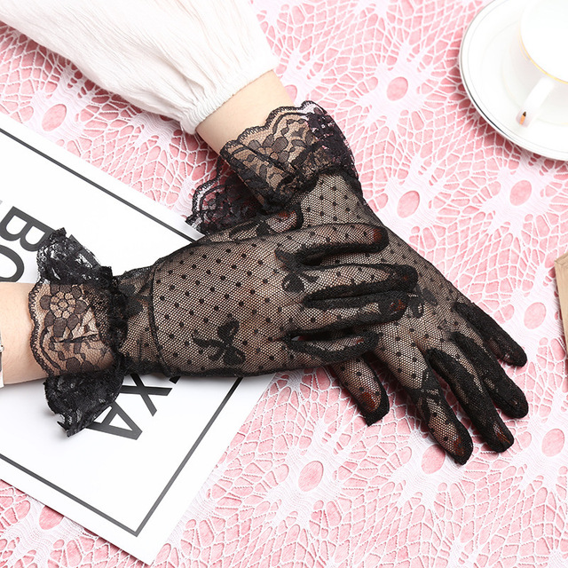 Woman Decent Lace Gloves...