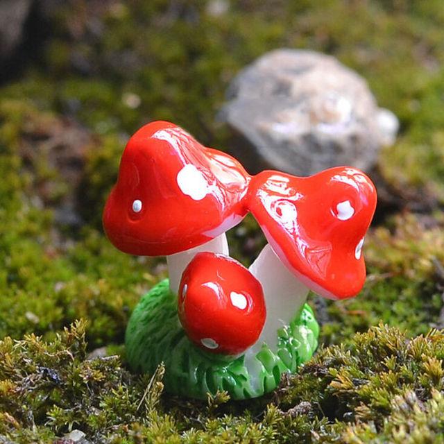 Cute Red Mini Mushroom Resin Crafts Fairy Garden Miniatures Garden Ornament Decoration Terrarium Figurines Decor DIY Dollhouse