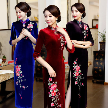 Hafty kwiatowe damskie długie qipao Plus rozmiar 3XL 4XL jesienne aksamitne smukłe cheongsam elegancka suknia wieczorowa w stylu chińskim tanie i dobre opinie Cheongsams Poliester L12967 VELOUR eastical Red Purple Blue M L XL XXL XXXL 4XL To The Ankle Mandarin Collar Three Quarter