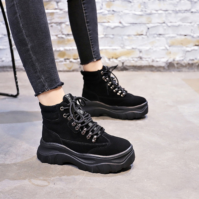 2018 British Thick bottom Women snow Boots Lace Up Martin Boots Women Ankle military rivet Boots Brand Winter Women Shoes