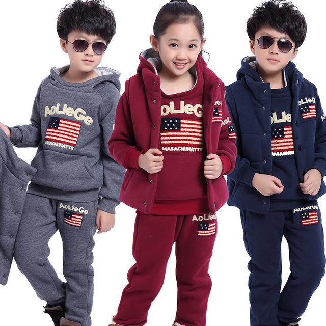 Otoño invierno ropa para niños girls & boys del bebé conjuntos de algodón con espesar caliente de la letra t-shirt + pant + chaleco establece niños deportes set