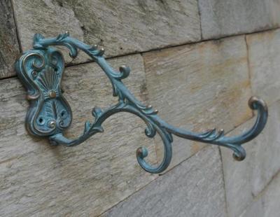 Crochet mural en cuivre moulé support fleur classique rotatif extérieur jardin cour cintre porte-crochets Antique Verdigris finition Bronze
