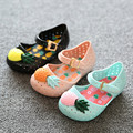 Мини сэд девушка сандалии 2016 горячие продажи обычный дождь загрузки детские летние желе ананас фрукты дети малышей детей обувь zapatos