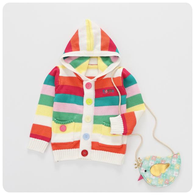 2016 otoño invierno nueva Chaqueta de punto para niñas niños yam color Del Arco Iris de rayas Con Capucha suéter de punto con el botón grande de bolsillo