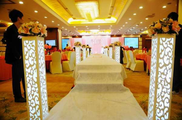 Wedding decoration supplies stage carved pillar column wedding road wedding decoration supplies stage carved pillar column wedding road lead stand marriage stage decoration 4pcslot in party direction signs from home junglespirit