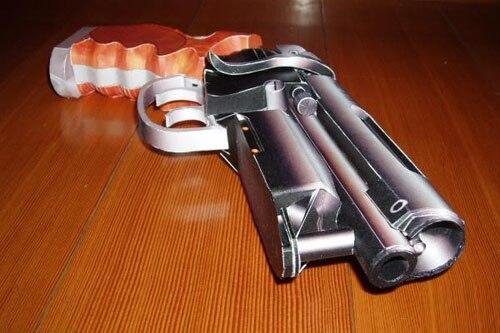 Sci-fi Model Of Pistol Paper Model In BLADERUNNER