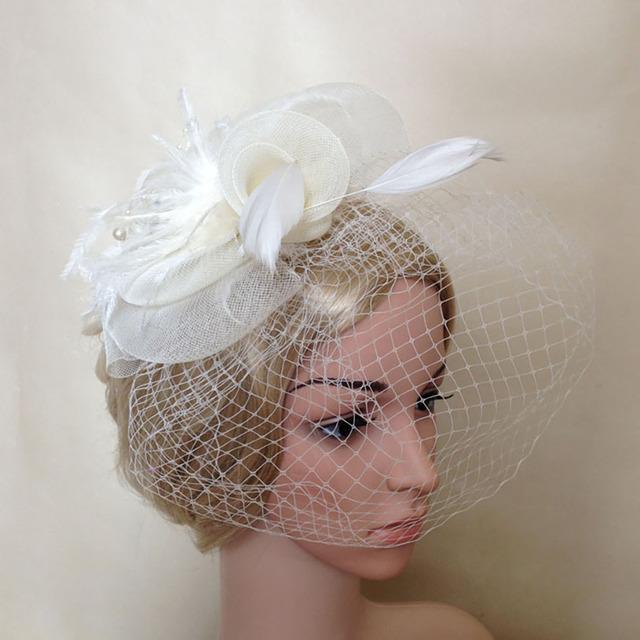 2016 Fabuloso Utilização Festa de Casamento Das Mulheres do estilo Europeu Mulheres Headwear Acessórios Do Casamento Chapéus De Noiva Véu Pena Fio Duro FH8
