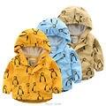 Menino jaqueta com capuz 2016 primavera de moda de nova meninos roupas de algodão crianças outerwear dos desenhos animados impresso crianças jaquetas 2-8 T