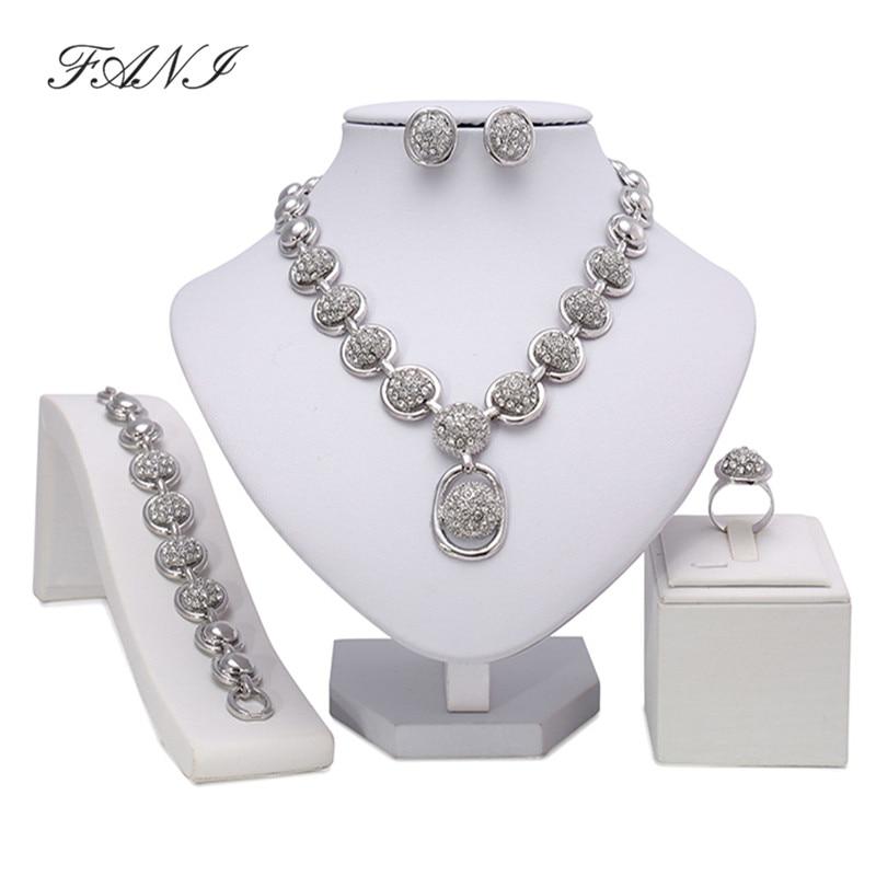 Ensemble de bijoux en perles africaines  ...
