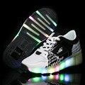 2016 Zapatos de Los Niños zapatos de Ruedas con Luz Led Nueva Marca Patinar Los Niños Sneakers Niños Niñas Zapatos de Moda Luminoso Que Brilla Intensamente