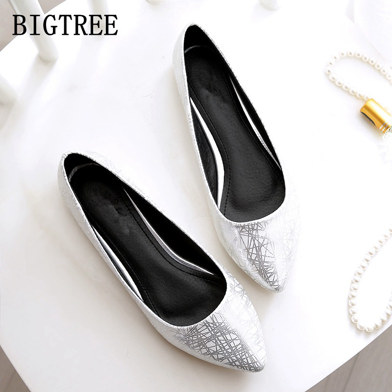 Fashion women's singles shoes pointed comfortable casual flat shoes PU leather soft bottom large size woman shoes free shipping large yards soft bottom flat ballerina shoes retro embroidery women shoes comfortable soft bottom casual shoes female ayakkab