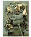 Scale Models 1/35 WW2 American tank M26 4 soldiers not include the tank WWII Resin Model Free Shipping