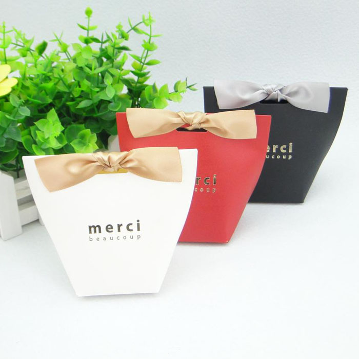 Wedding Gift Boxes: 100pcs/lot MERCI BEAUCOUP White Black Color Paper Gift