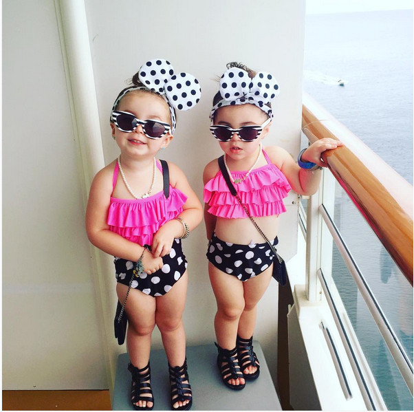 Petites Filles Deux pièce Pois Maillot de Bain Enfants Bébé Fille Bikini Costume Maillots De Bain de Bain De Natation Nageur Costume Vêtements dans Maillots de bain de Mère et Enfants