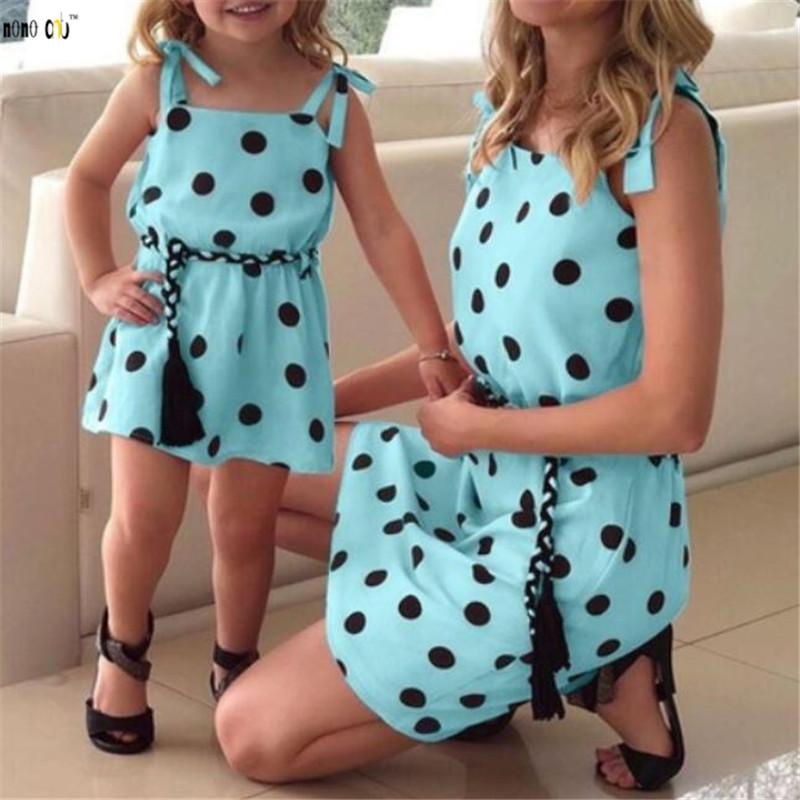Famille Match tenues robe d'été fronde à pois mère fille robes maman et filles vêtements 1 2 3 4 5 ans 2