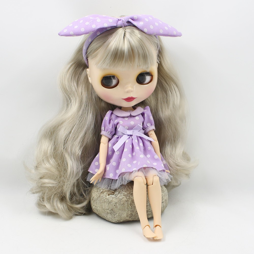 Neo Blythe Doll with Grey Hair, White Skin, Shiny Face & Jointed Body 3