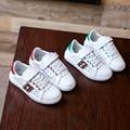 Наиболее популярные дети shoes дизайнер дети прогулки дышащий отверстия верхней кроссовки для мальчика и девочки удобные мокасины