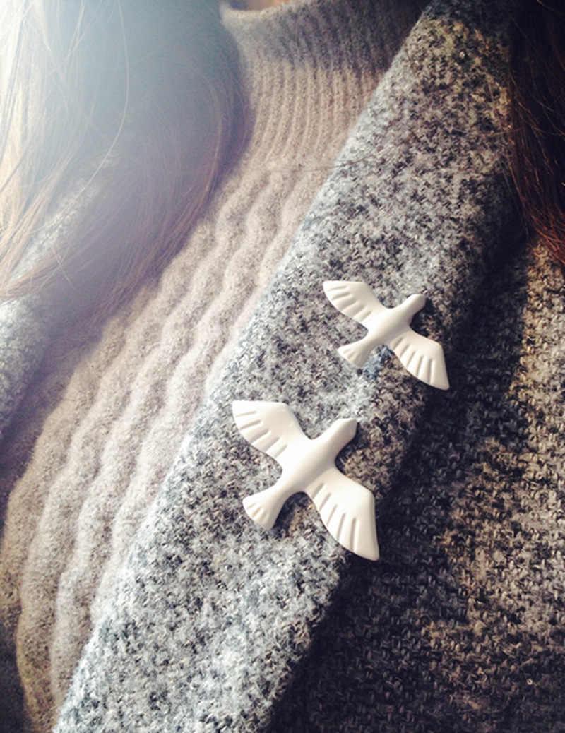 Swallow ใหม่เข็มกลัดอะคริลิค Vintage White Peace Dove Birds Cufflinks เครื่องประดับ Pins สำหรับผู้หญิง corsage collar pin badge