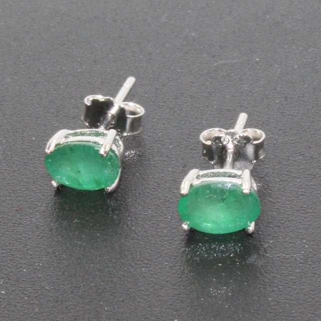 Proste wzornictwo Szmaragdowe kolczyki 4 mm * 6 mm naturalne I klasy Szmaragdowe kolczyki klasyczne 925 srebrne Szmaragdowe kolczyki dla kobiety